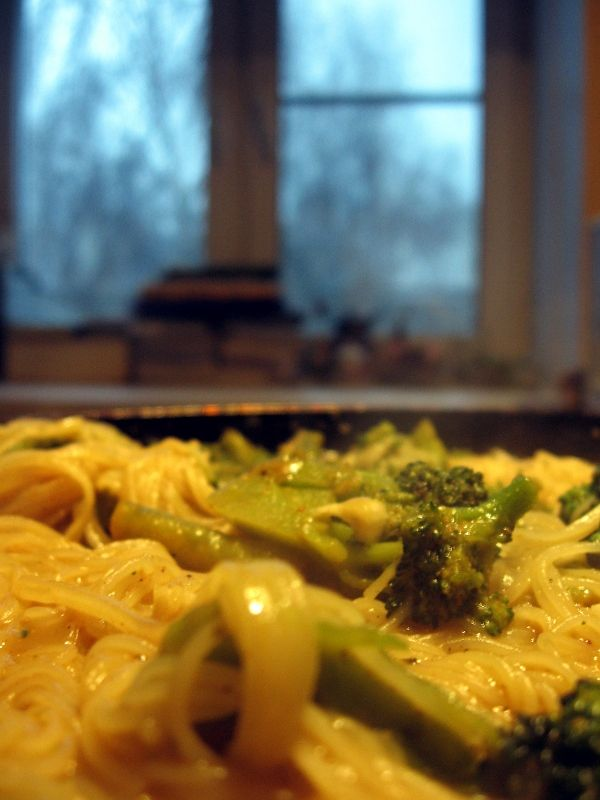 rice noodles carry with cheese & broccoli